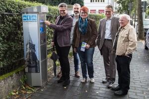 Bürgermeister Klaus Pipke, Hans-Peter Rösgen, Ricarda Schmitz (Werbegemeinschaft Hennef), Michael Walter (Erster Beigeordneter) und Volker Steckmeier (v.l.)