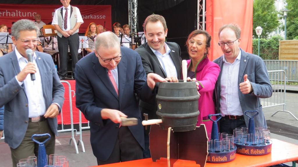 Fassanstich auf dem Stadtfest Hennef 2018 durch Dr. Wilhelm Thiele